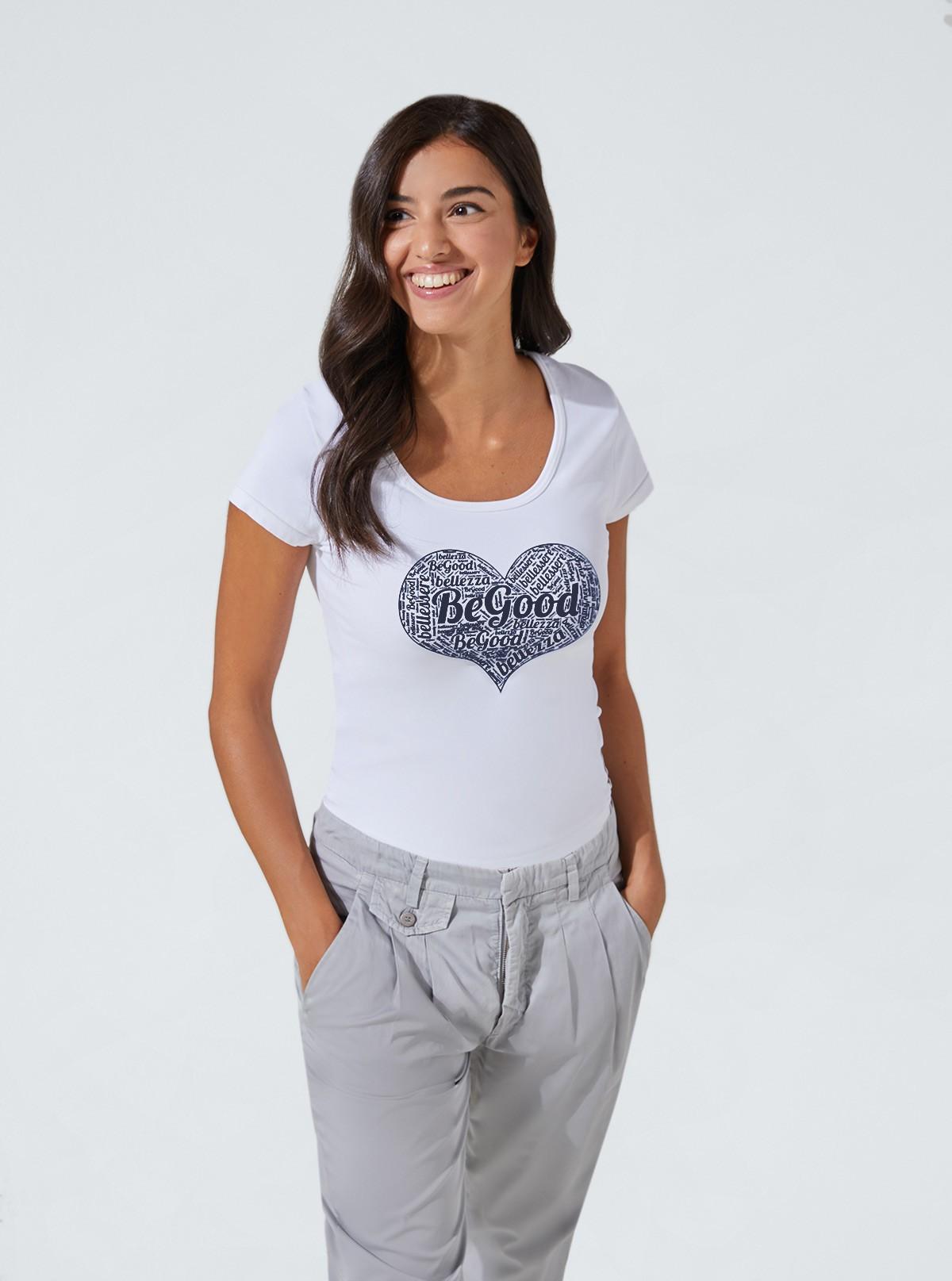 Maglietta Bianca con stampa a cuore snellente e idratante