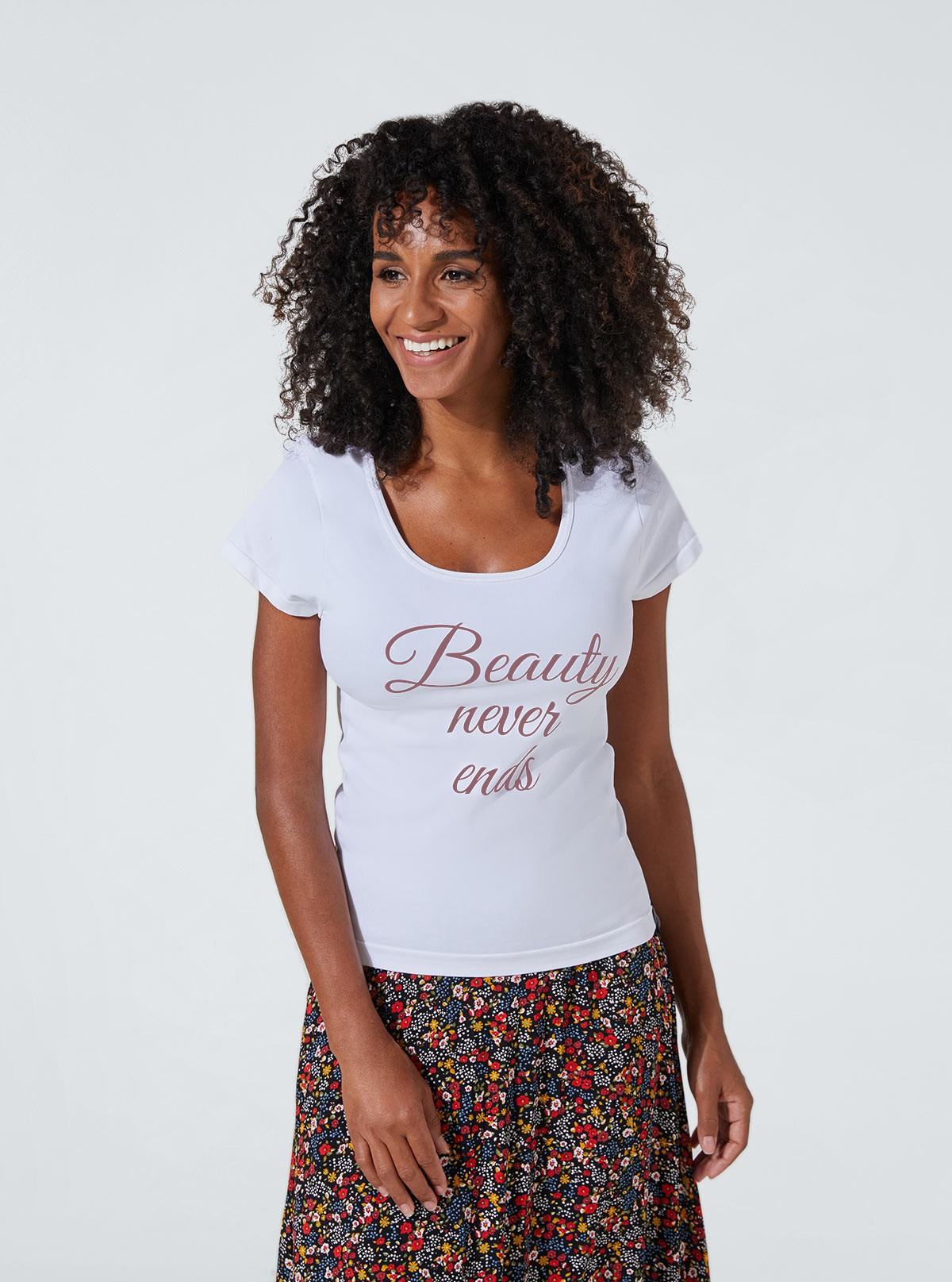 Slimming and hydrating white top with «Beauty» print