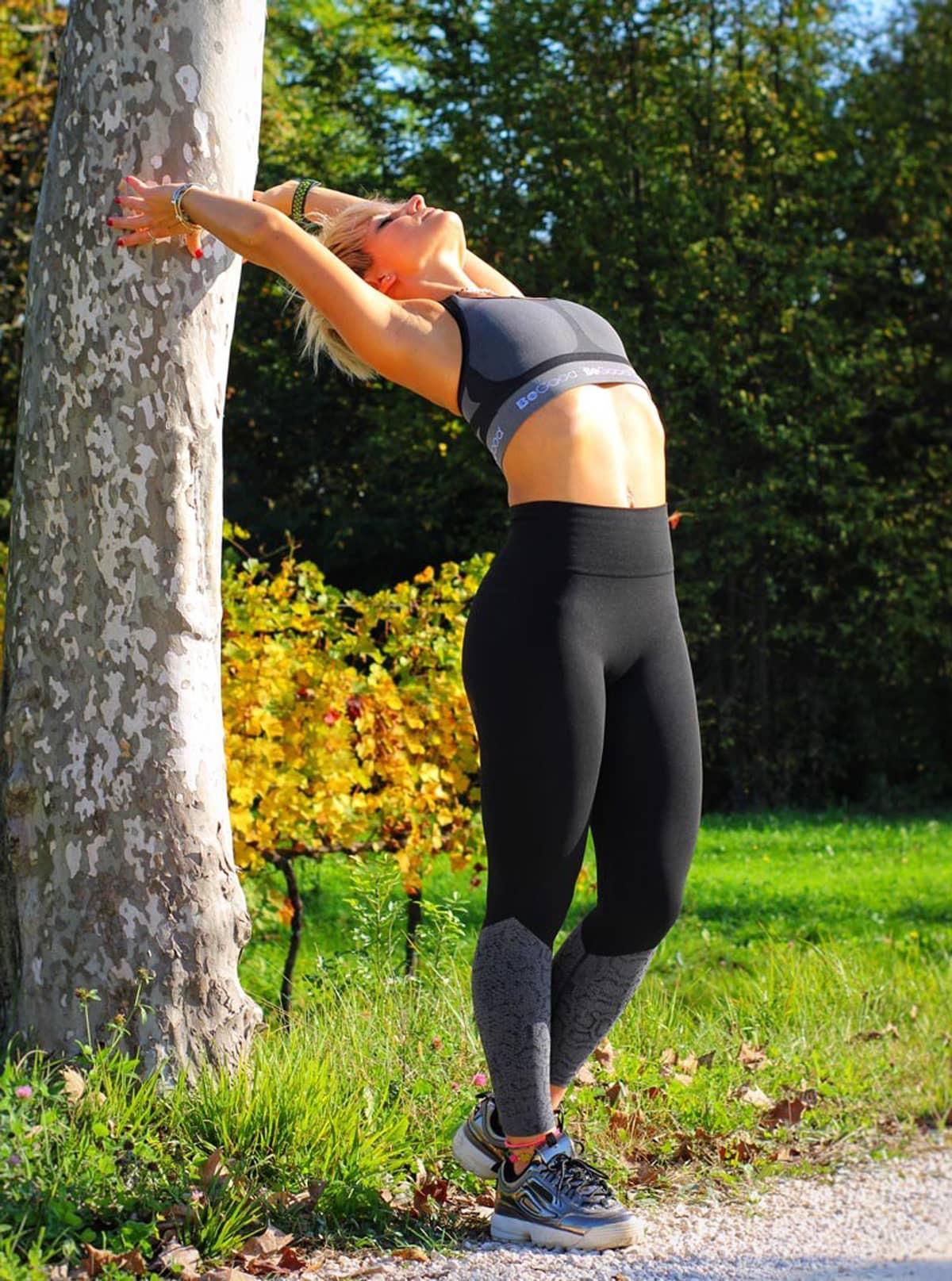 Sportset für Damen: Top zum Wenden + Leggings mit Schlangenmuster