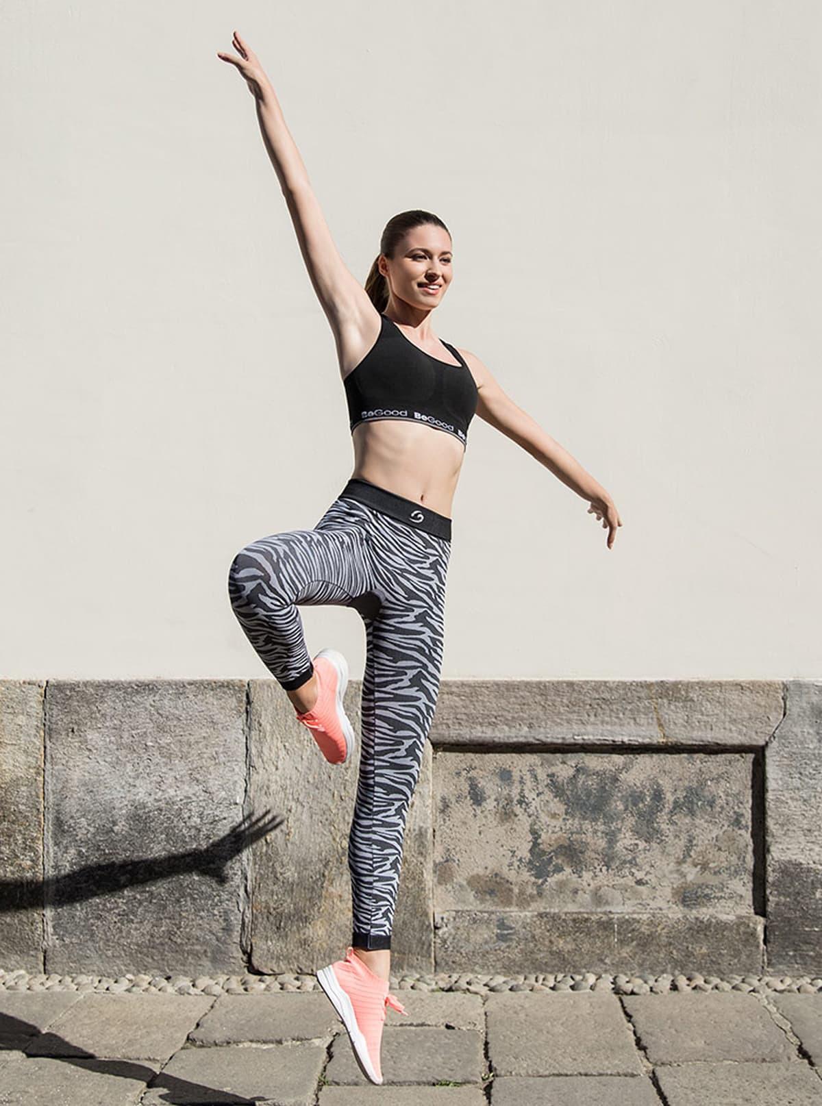 Sportset für Damen: Top zum Wenden + Leggings mit Zebrastreifen
