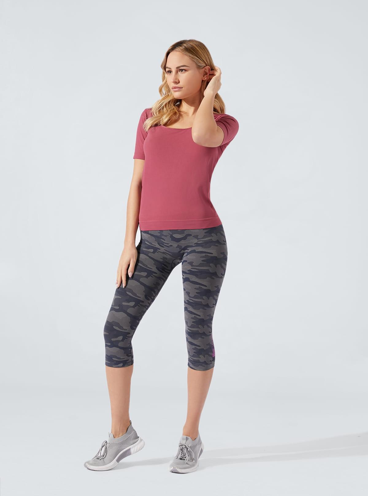 Sportset für Damen: Komfortable t-shirt + Caprihose Camouflage