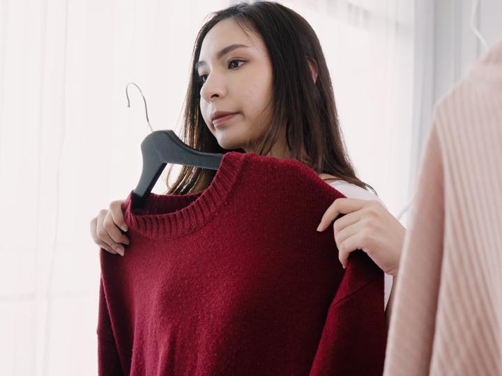 sistemare vestiti e armadio
