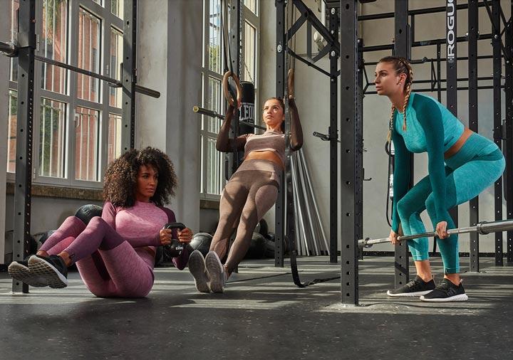varianti colore del compelto sport donna