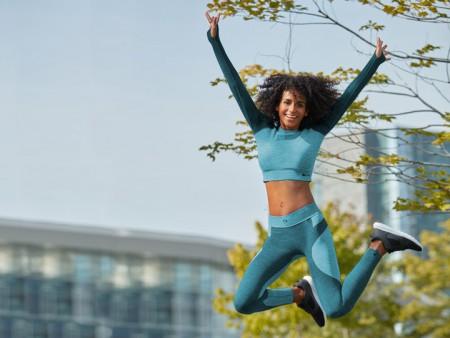 Redécouvrez le confort et la commodité avec une tenue de sport!